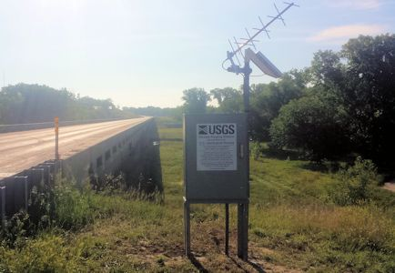 Gage at Republican River at Scandia, KS on June 6, 2014. Photo by Nathan Sullivan, USGS.