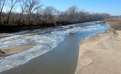 650 cfs at Kansas River at Wamego, KS on Jan. 16, 2013. Photo by Arin Peters, USGS.