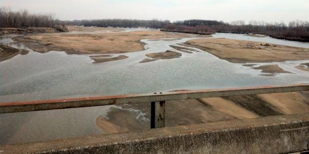 606 cfs at Kansas River near Belvue, KS on Mar. 4, 2013. Photo by Arin Peters, USGS.