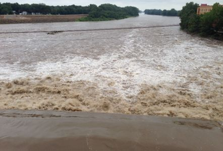 23,800 cfs at Kansas River at Lawrence, KS on Aug. 5, 2013. Photo by Brian Loving, USGS.
