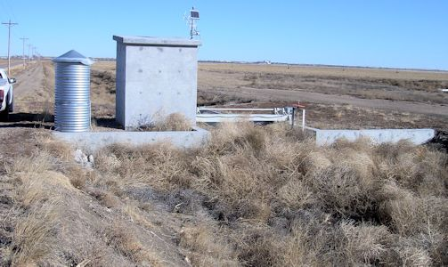 0.00 cfs at Southside Dtich Return near Deerfield, KS on Feb. 21, 2014. Photo by Craig Dare, USGS.
