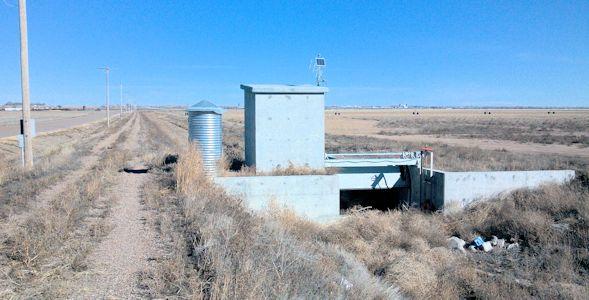 0.00 cfs at Southside Dtich Return near Deerfield, KS on Feb. 4, 2013. Photo by Andrew Clark, USGS.