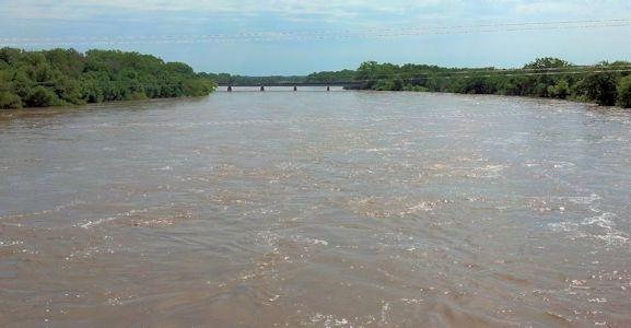 32,200 cfs at Arkansas River at Arkansas City, KS on Aug. 6, 2013. Photo by Slade Hackney, USGS.