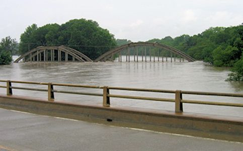 Flood at Verdigris River at Independence, KS on June 30, 2007. Photo by Dirk Hargadine, USGS.